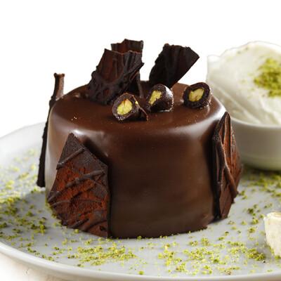 Çikolatalı ve Fıstıklı Tek Pasta